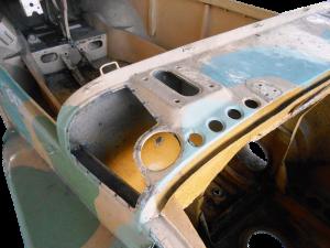 Volkswagen TYP166 Schwimmwagen. Sverniciatura trattamento scocca auto epoca Torino Italia Europa