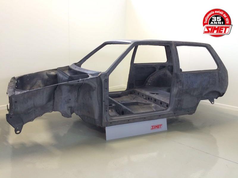 Uno turbo ie Fiat Sverniciatura trattamento scocca auto epoca Torino Italia Europa